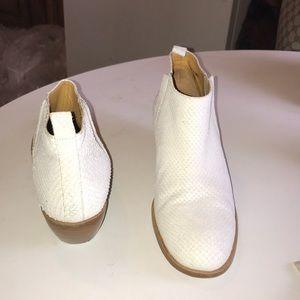 10022-shoes saks 5th avenue